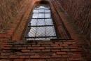 Jedno z gotyckich okien prezbiterium