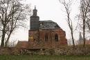 Bryła kościoła w Chociulach, w głębi po prawej wieża nowego kościoła
