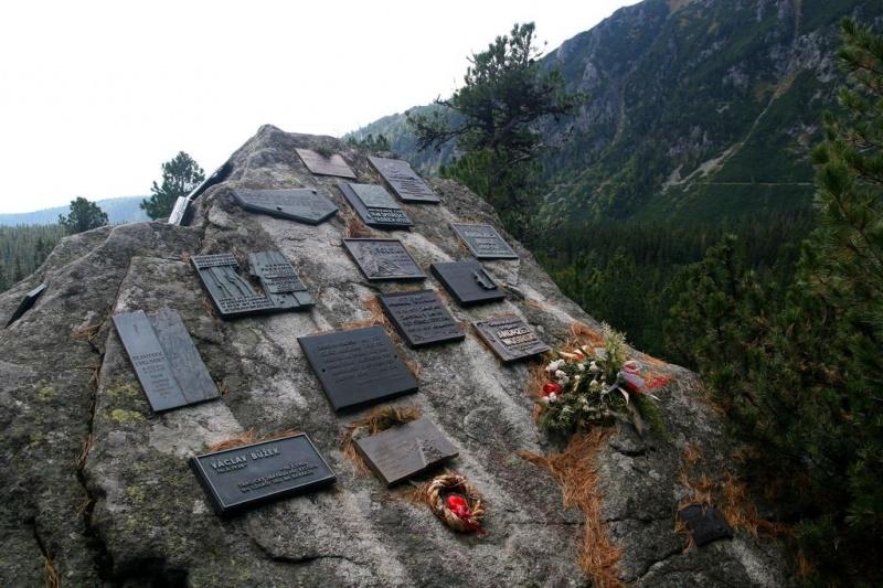 Znalezione obrazy dla zapytania pod osterwą cmentarz