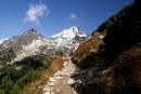 Wspinając się naPrzełęcz podOsterwą, wtle Wysoka
