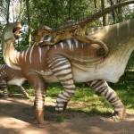 Trochę dinozaurzej rzeczywistości, iguanodon atakowany przez deinonycha