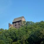Zamek Świny, widok zdrogi łączącej Jawor zBolkowem